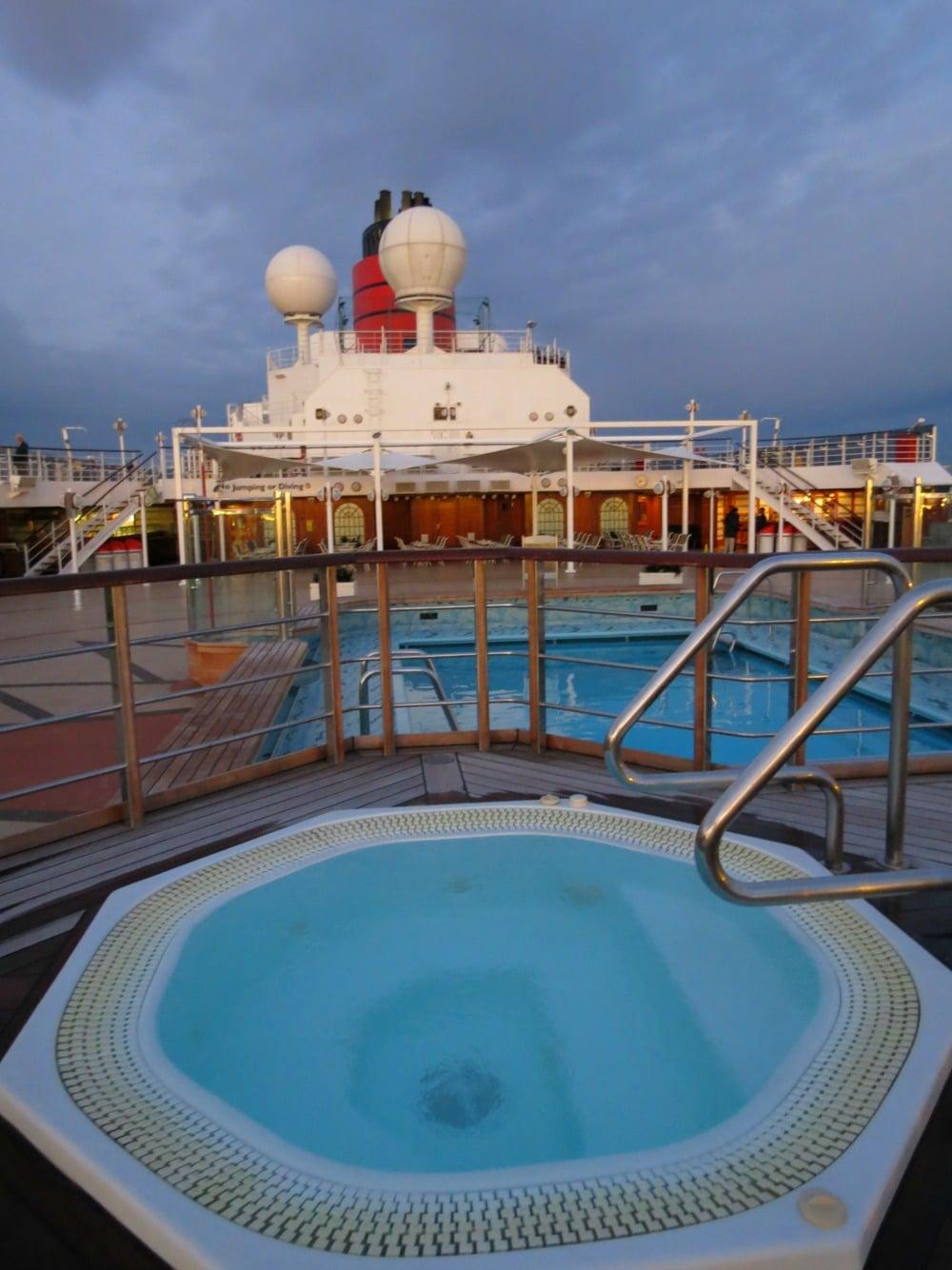 Baby Boomer Travel   Cruising   Cunard Queen Elizabeth jacuzzi