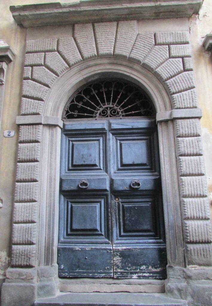 Door in Lucca