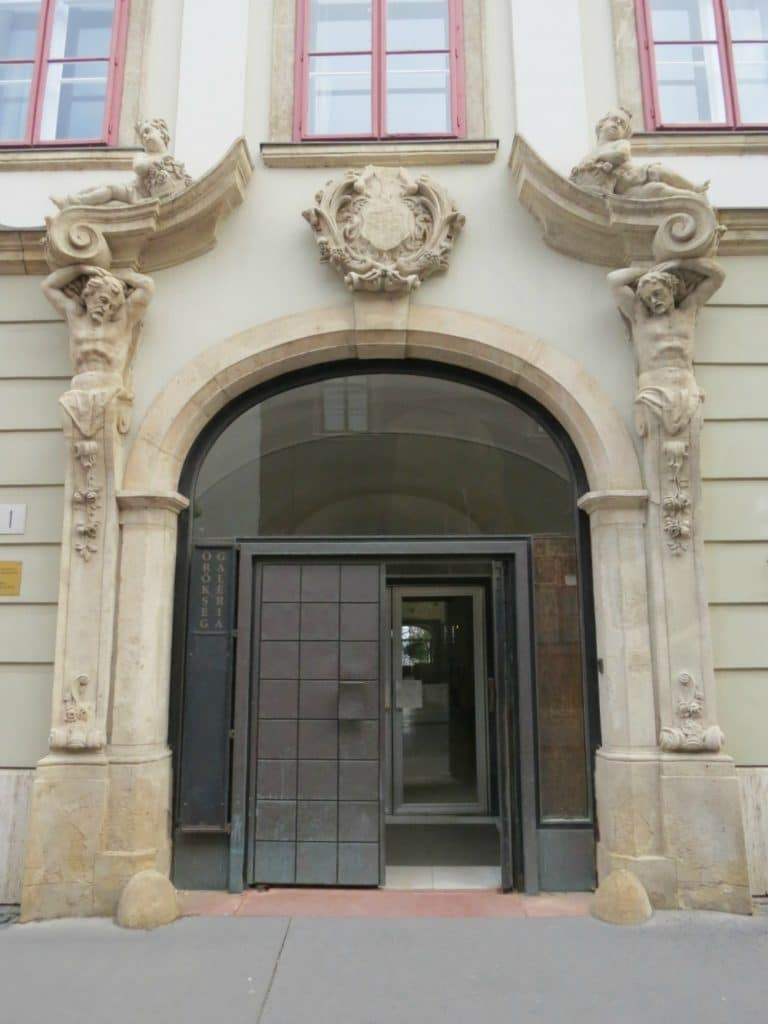 Boomer Travel   Budapest, Hungary   Doorway with Statues