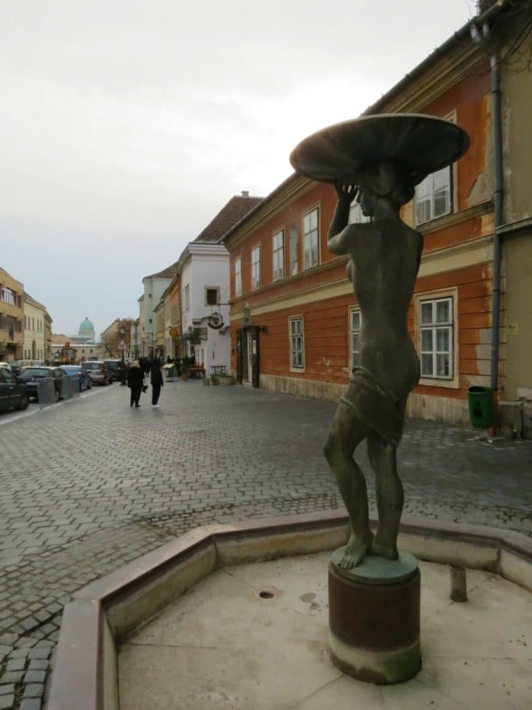 Boomer Travel   Budapest   Statue - Buda - Orszaghaz Utca Castle Hill District