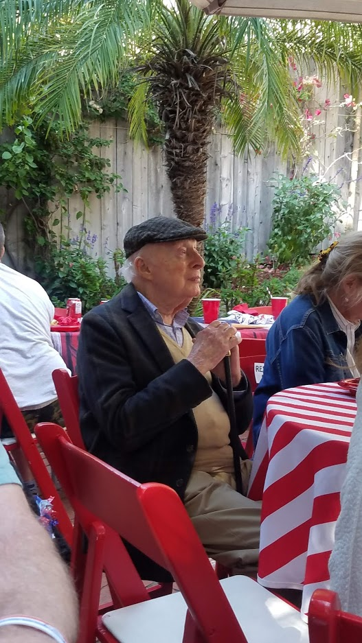 As of 2019 Norman Lloyd is the oldest living actor - Here he is attending a Fourth of July party at the age of 104 and still telling stories. #actors #StElsewhere #Hitchcock #centenarian