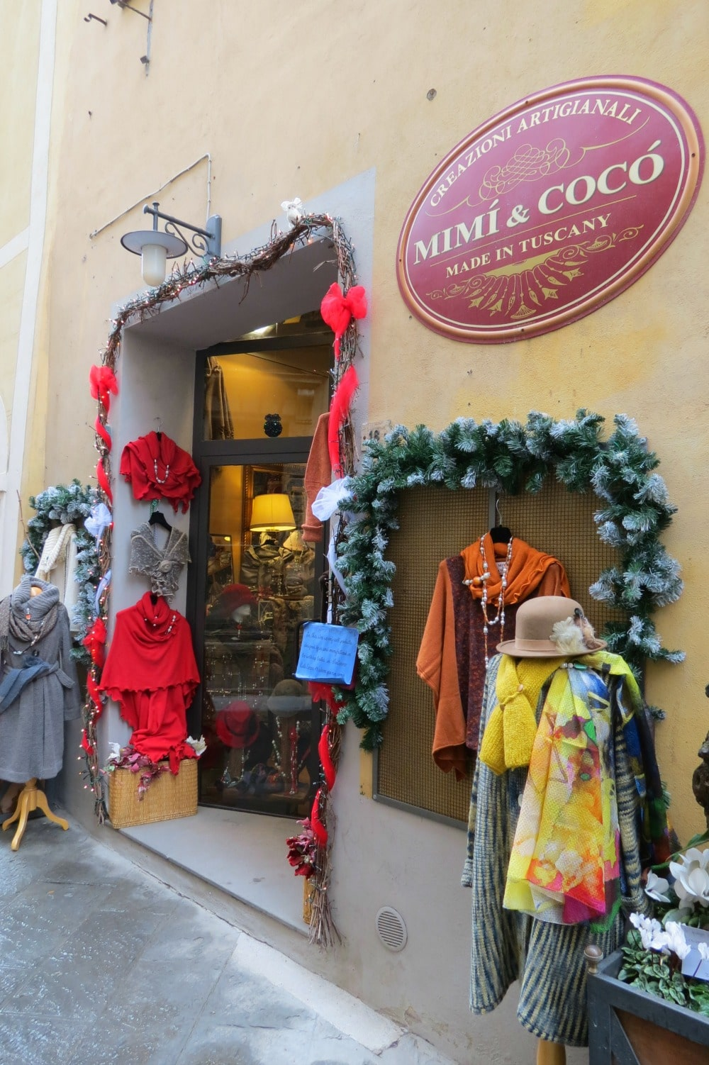 Baby Boomer Women   Fashion over 50   Clothing store Montepulciano, Italy