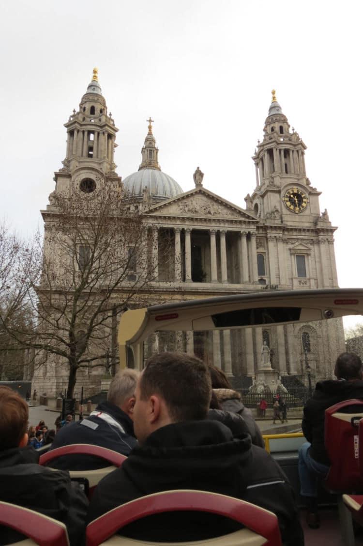 Riding the Big Bus Tour Red Tour to St. Paul's Cathedral in #London #bustour #bigbustour #boomertravel #citytour #hoponhopoff