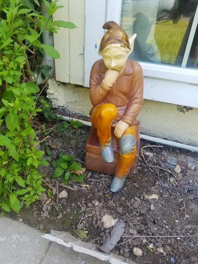 Garden gnome thinking